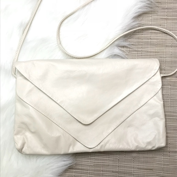 Vintage Handbags - Vintage Cream Soft Leather Crossbody